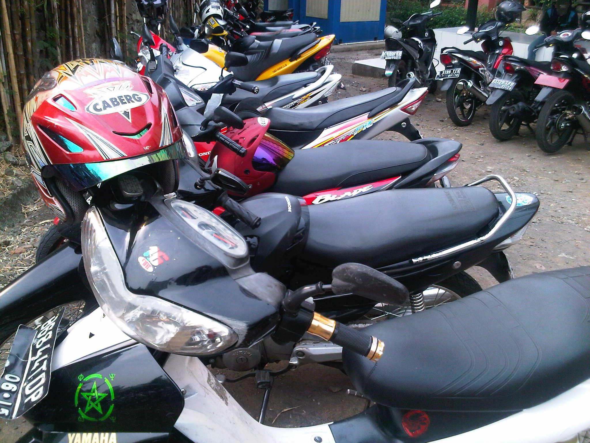 stop-simpan-helm-di-bagasi-motor-bray