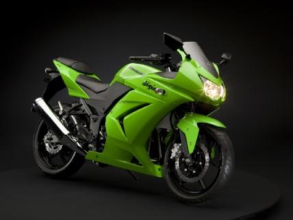Kawasaki ninja 250 r. (foto:istimewa)