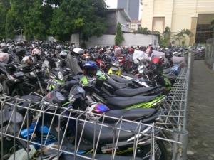 parkiran motor 2013