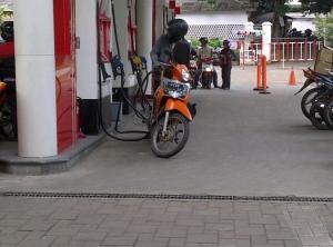 spbu isi sendiri motor