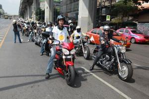 http://edorusyanto.files.wordpress.com/2014/04/konvoi-motor-thailand.jpg?w=300&h=200