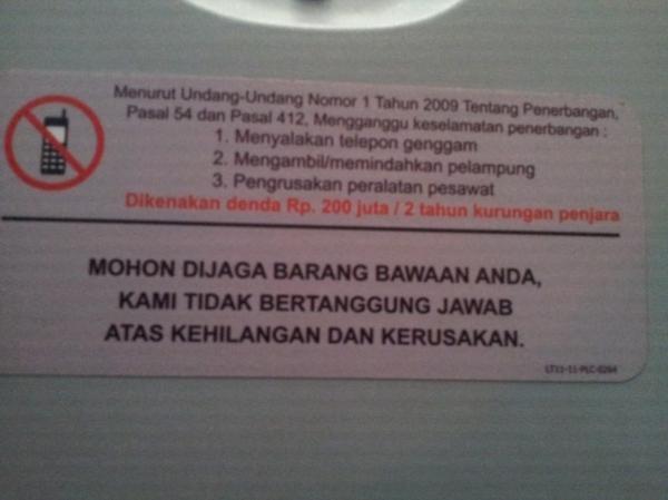 nelpon dilarang di pesawat udara