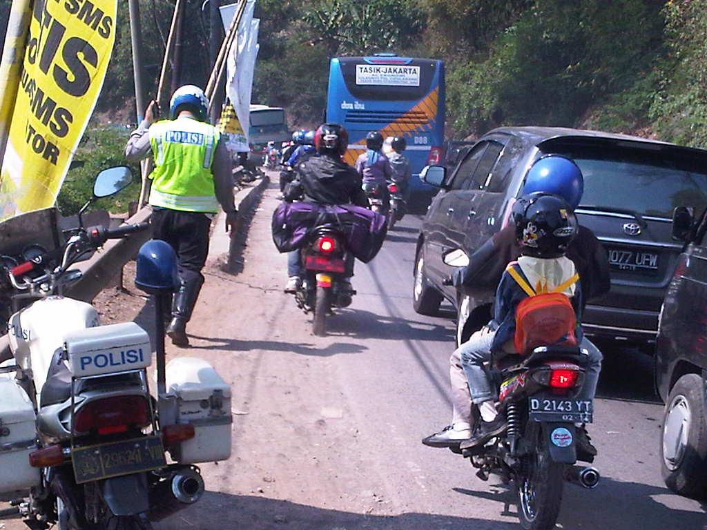 Lalu Lintas Jalan Raya Diatur Oleh Uu No