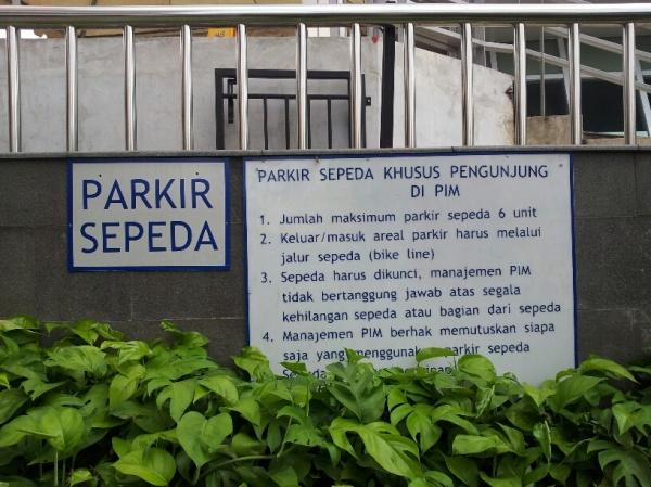 parkir sepeda pim