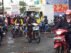 motor bebek di jalan jakarta