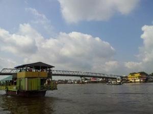 perahu kapuas jembatan