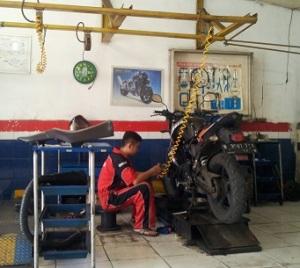 bengkel motor servis
