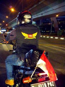 berhenti di belakang garis setop bikers