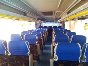 bus dan kursi dalam