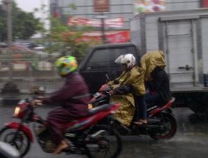 jas hujan dan motor