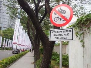 trotoar scbd sepeda tak boleh