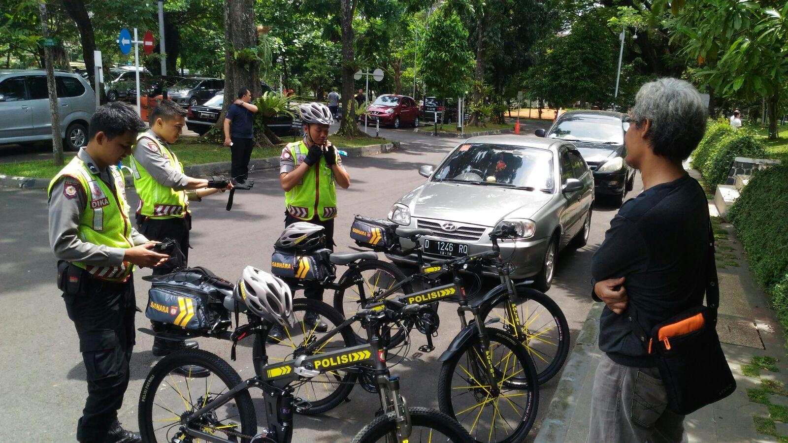 Koleksi 97 Gambar Sepeda Motor Polisi Terlengkap | Motor Jepit