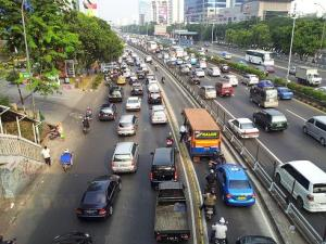 busway dijarah mobil motor