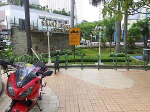 parkir moge dan sepeda GI1