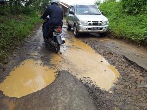 jalan rusak gn padang 2016
