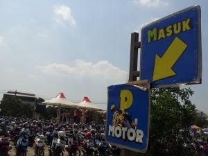 parkir motor water kingdom