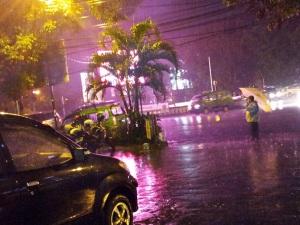 payung hujan malam2