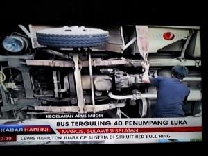 bus-terbalik-di-sulsel