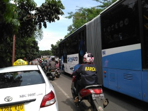 bus-taksi-dan-motor-di-jkt3