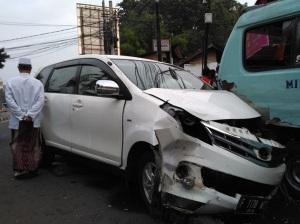 mobil-vs-angkot-kalibata-2016b